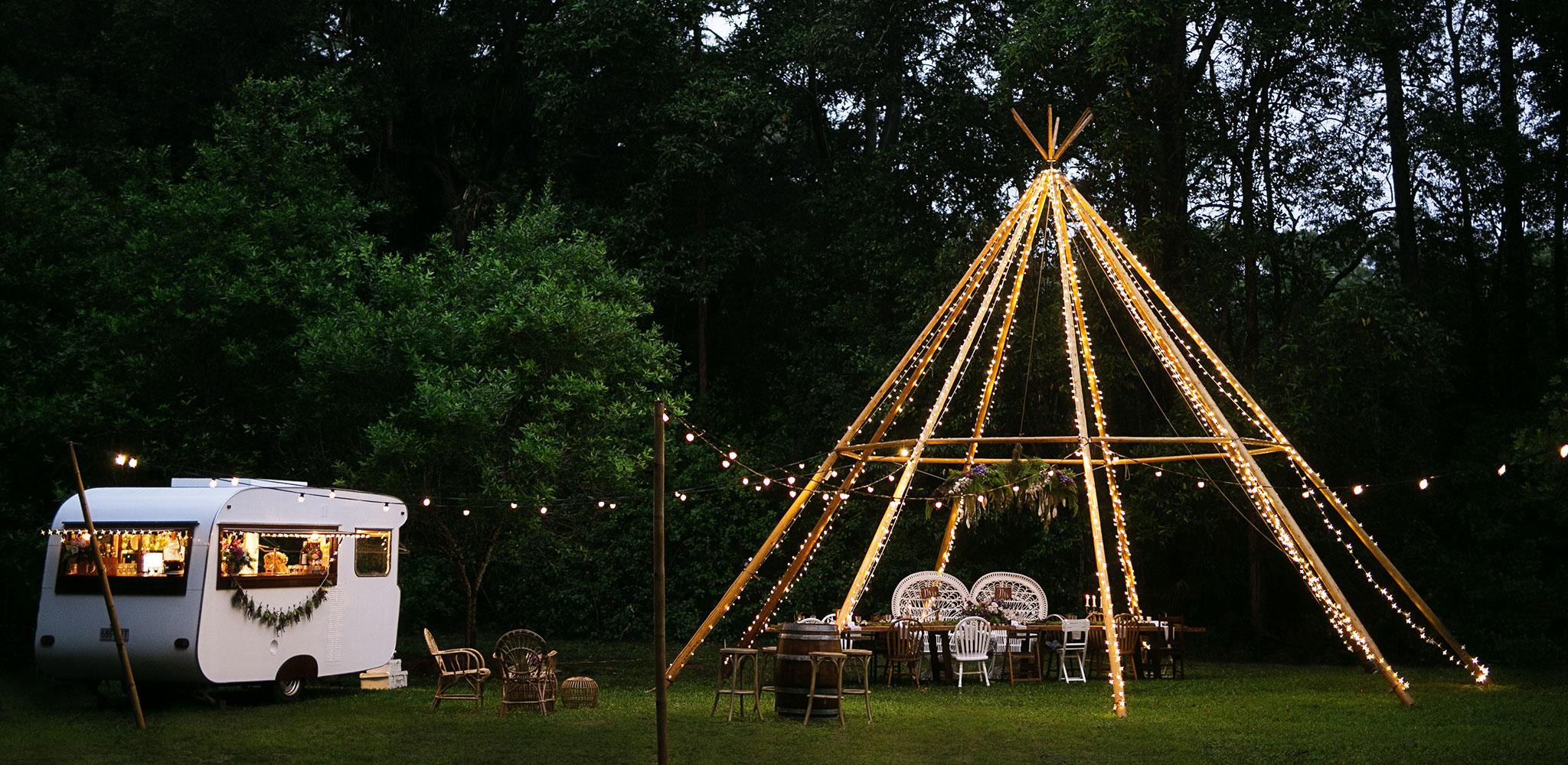caravan-teepee-wedding
